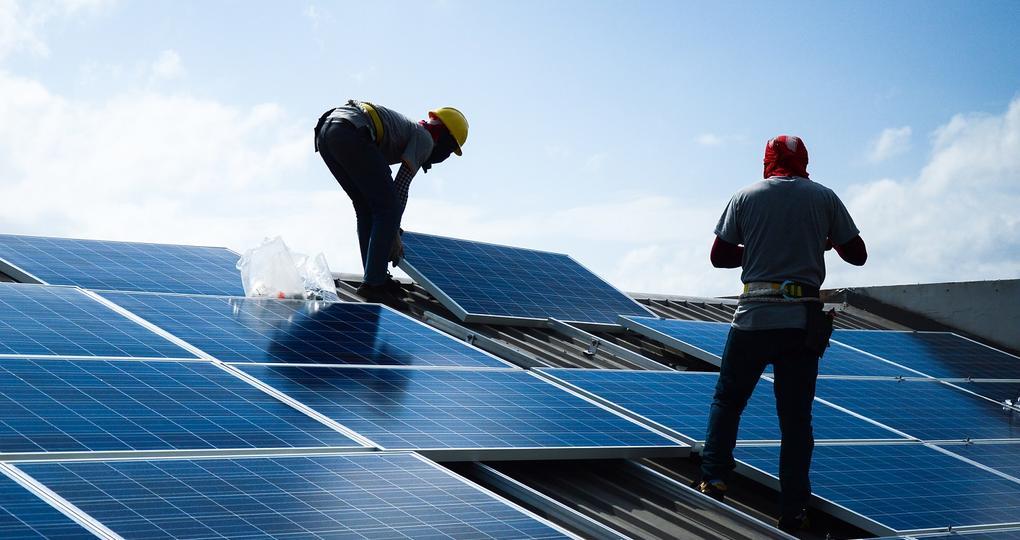 Advertorial:Extra aandacht voor een veilig ontwerp van de groepenkast bij het aansluiten van zonnepanelen en duurzame belastingen