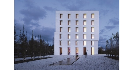 Architectonisch duurzaam prestigeproject verlicht