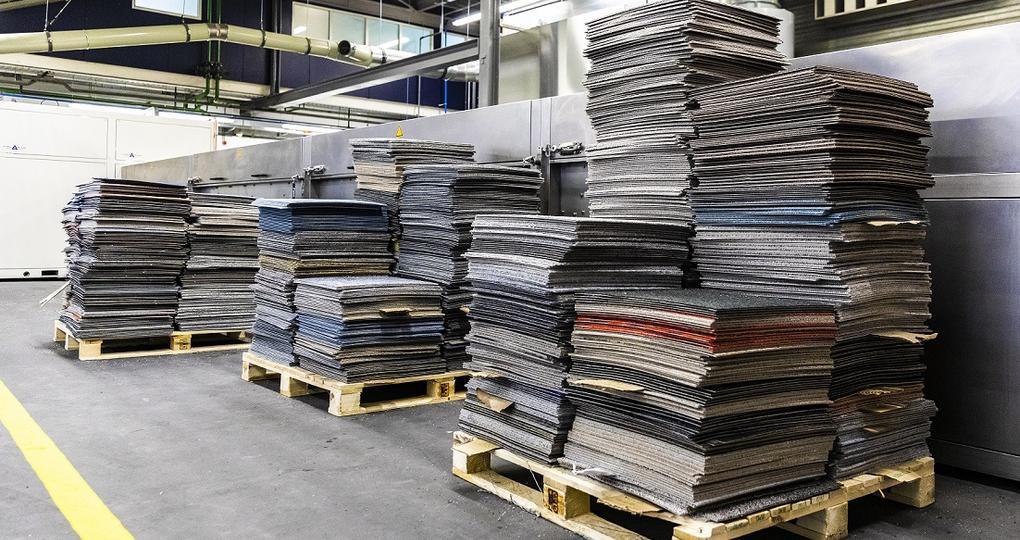 'Baanbrekende samenwerking sluit kringloop voor tapijttegels'
