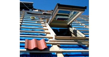 Besparen en winnen op het hellende dak