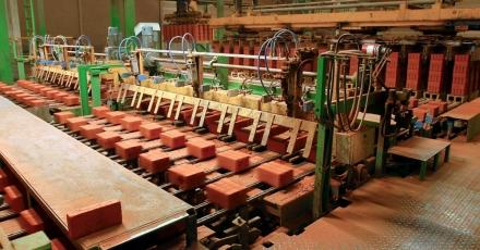 Bezoek een baksteenfabriek, zonnepark en kleiwingebied