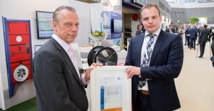 Eerste certificaat voor luchtdichtheidsmetingen uitgereikt