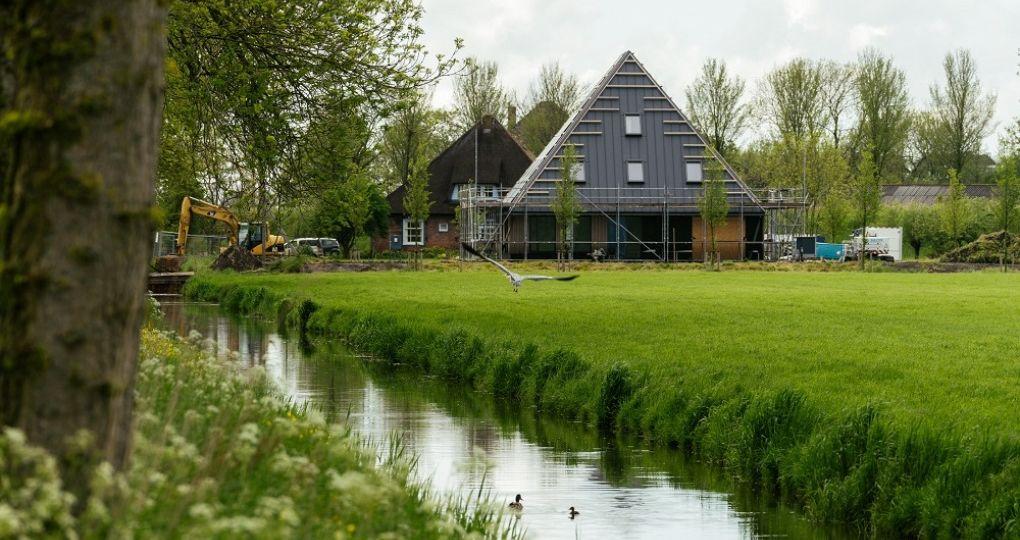 Eerste energieneutrale stolpboerderij opgeleverd in de Beemster