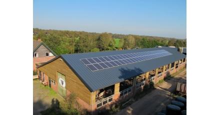 Gesubsidieerde zonnepanelen op boerendaken in West-Friesland