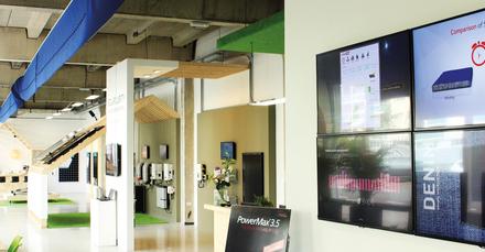 Grand opening van Solar Experience Center