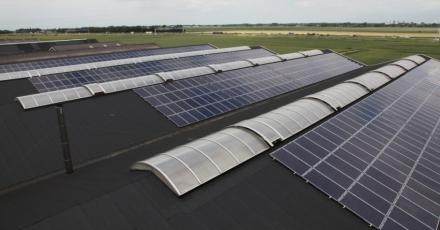 Halvering uitstoot door zonne-energie