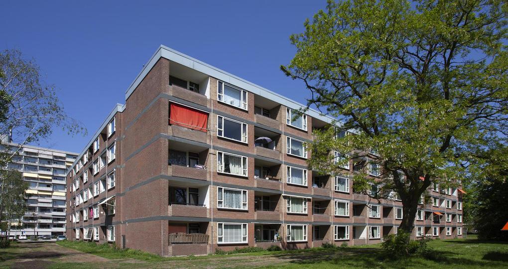 Jaren zestig huurappartementen in Amsterdam verduurzaamd