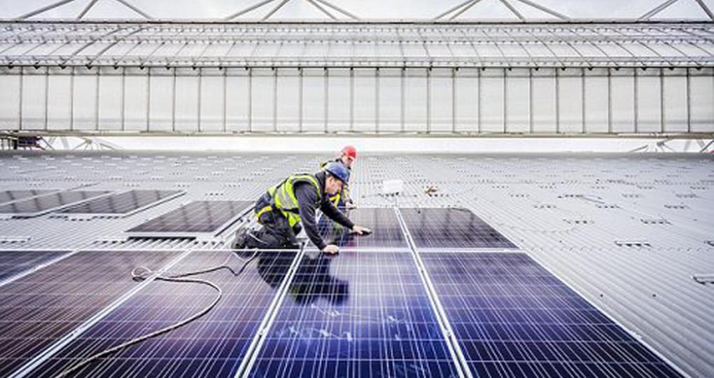 Kantoorverhuurder Merin krijgt 33.000 zonnepanelen op eigen daken