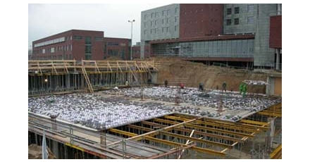Kunststof en beton tijdens de sloop