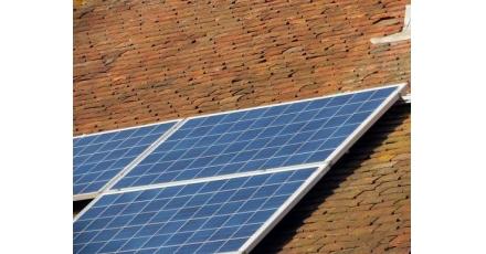 Medewerkers netwerkbeheerder wekken zonnestroom op