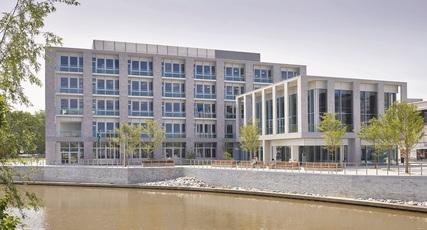 Nieuw stadhuis in Belgische Deinze