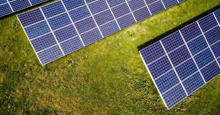 Nieuwe zonnepanelenfabrikant met duurzaam productieproces