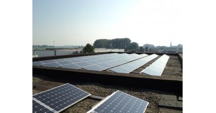 Nieuwe zon-pv installatie op dak van Desso zorgt voor eigen duurzame energie