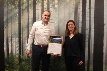 Ondertekening voor 100% duurzaam hout