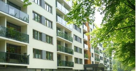 Oplevering gemoderniseerd flatgebouw in Katwijk