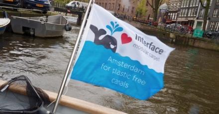 Opruimactie Amsterdamse grachtenplastic