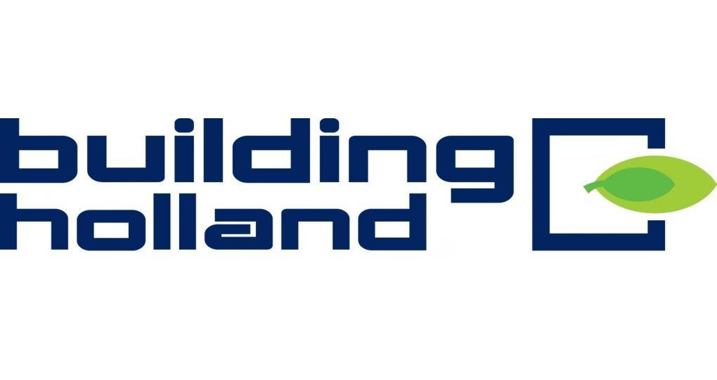 Peter Musters en Daniëlle Harkes betreden podium op Building Holland 2020