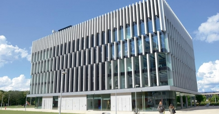 Transparante gevel Polak Building stimuleert ontmoetingen