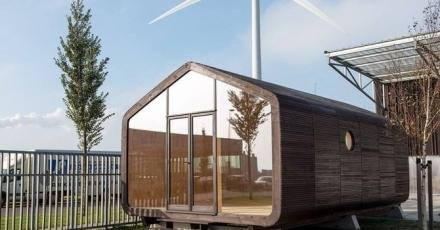 Verplaatsbaar huis van golfkarton en lego-bouwstenen
