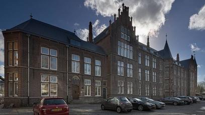 Voormalige TU-faculteit in Delft nu kantoor voor woningcorporatie DUWO