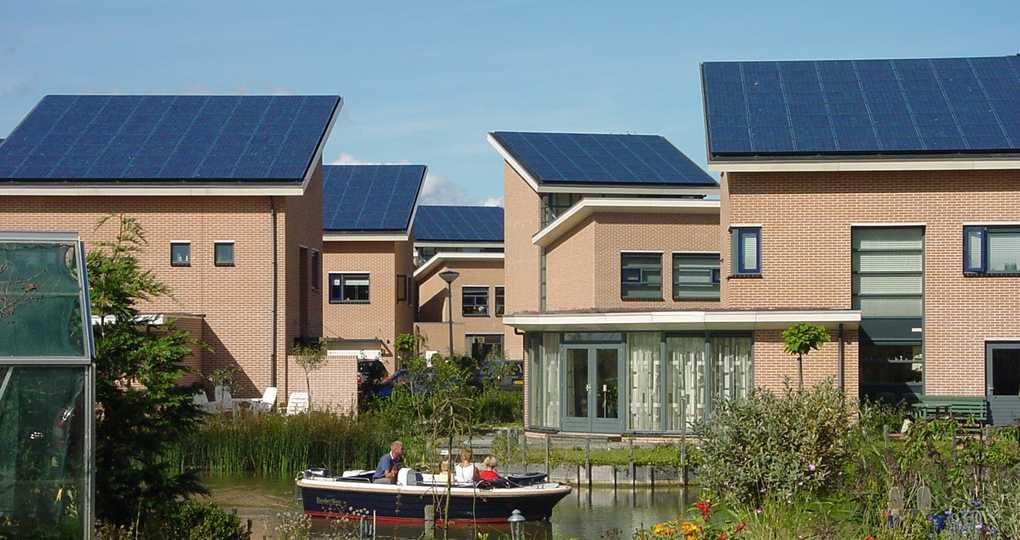 Zonnepanelen op geschikte daken kunnen helft van stroomvraag opwekken