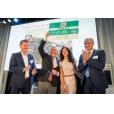 ABN AMRO Duurzame 50-winnares Claudia Reiner doneert cheque aan Unica Foundation