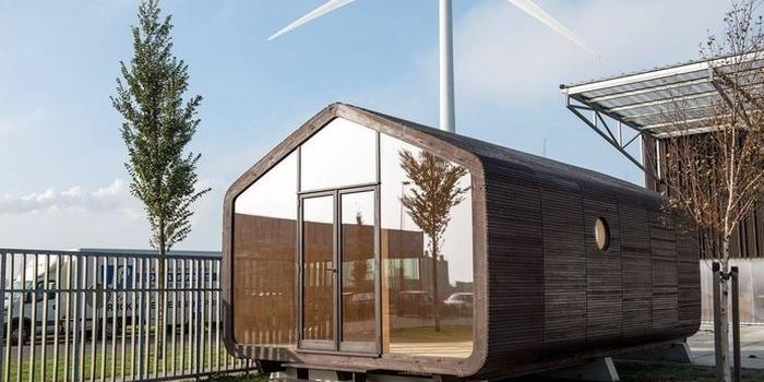 verplaatsbaar huis van golfkarton en lego bouwstenen